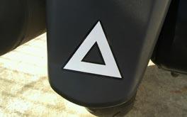 バイクの三角マークの意味ってなんですか?