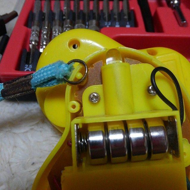 防犯ブザーの電池交換のやり方。自分でやってみよう。